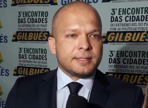 Léo Matos é afastado sob acusação de fazer parte de empresa inativa