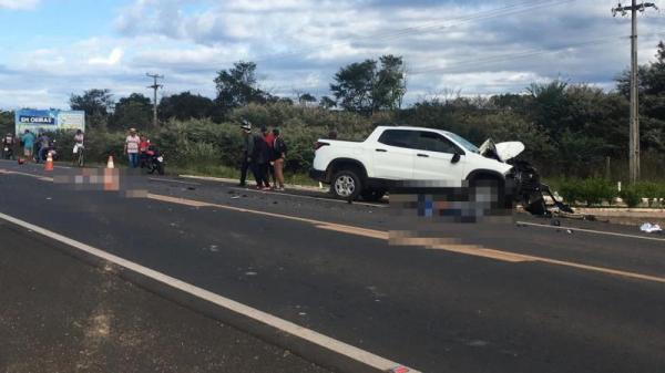 Carro conduzido por médico colide com moto e mata duas pessoas no PI