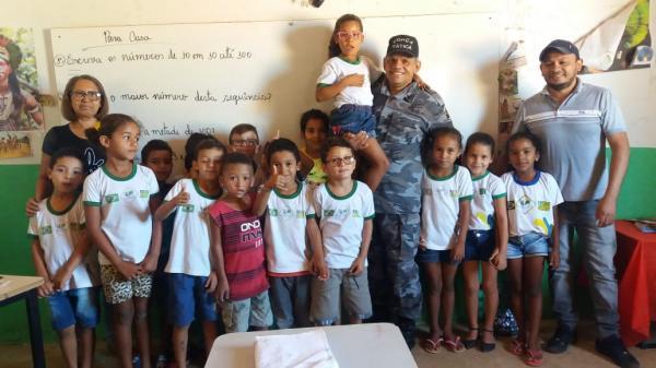 Força Tática faz visita a escolas de Morro Cabeça no Tempo