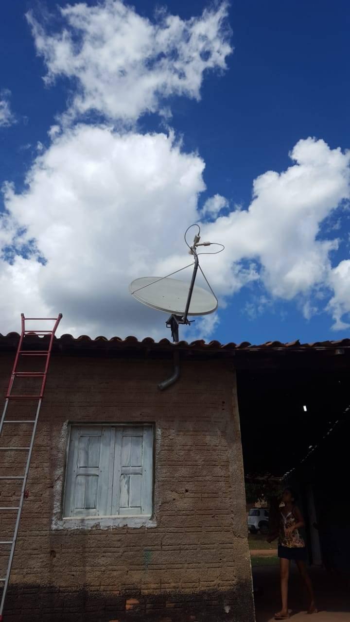 Mais uma escola de Currais contemplada com internet via satélite