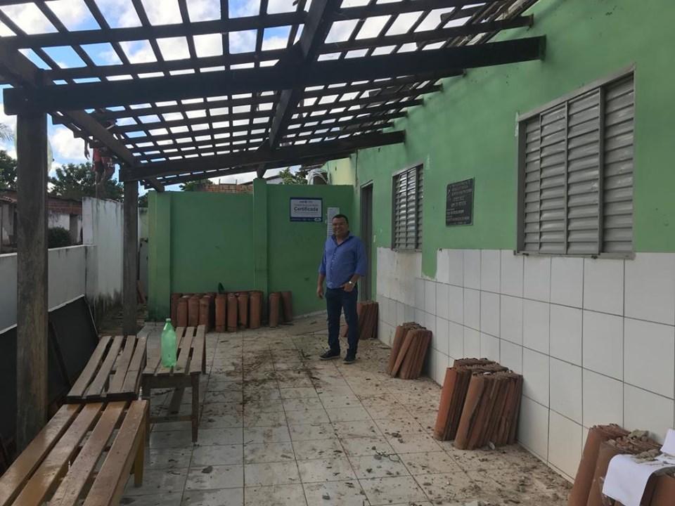 Dr. Macaxeira visita Posto de Saúde e aponta início das reformas