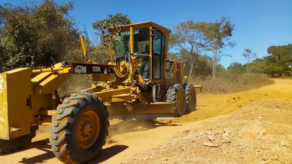 Dr. Macaxeira acompanha recuperação de estradas vicinais