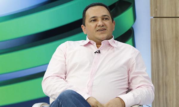 Ex-prefeito Delano Parente é acusado de apropriação indébita