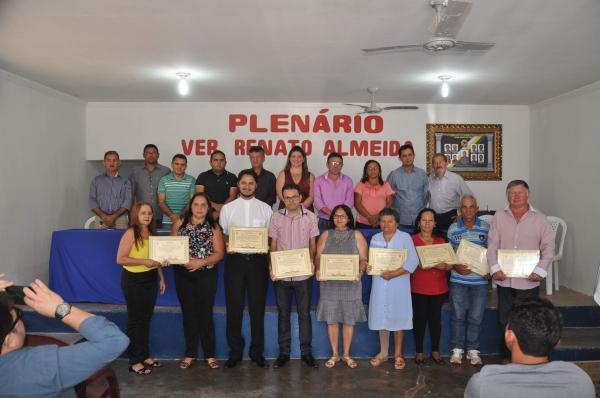 Câmara de vereadores entrega títulos de cidadania Palmerina