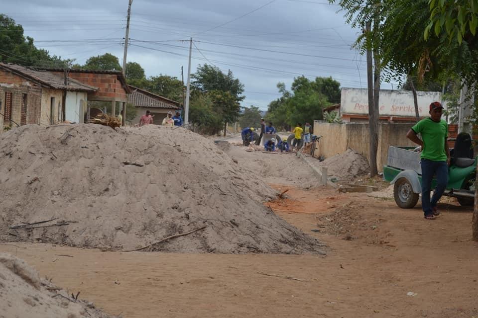 Curimatá: Rua Raul Guerra ganha pavimentação
