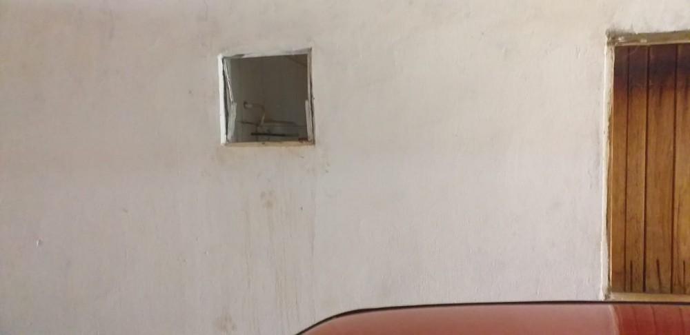 Acusado invade residência em Avelino Lopes e furta espingarda e facas
