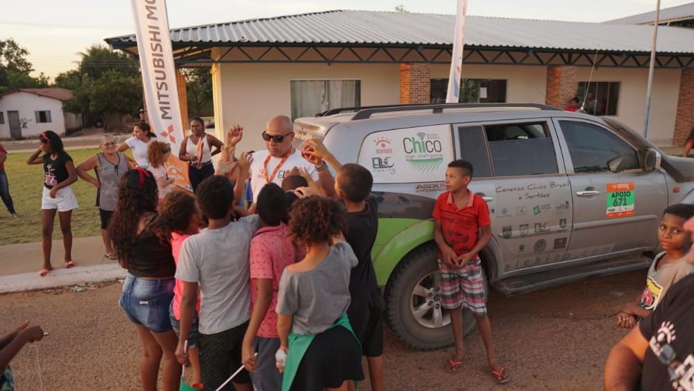 Ello Racing encerra Sertões com doação de centenas de brinquedos e acesso digital