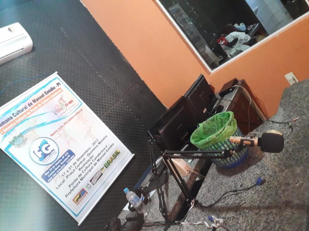Emissora de rádio é furtada em Manoel Emídio