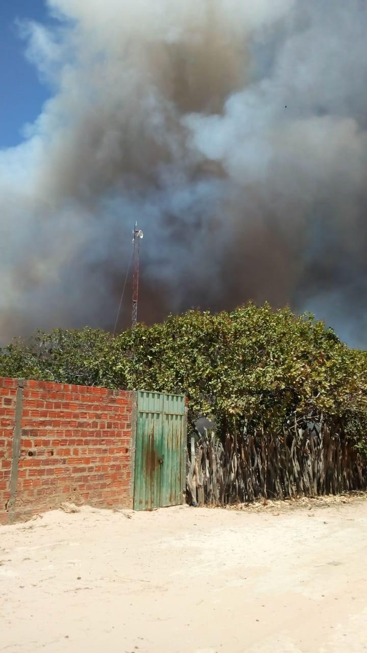 Incêndio ameaça moradores da Santa Clara, região de Canto do Buriti