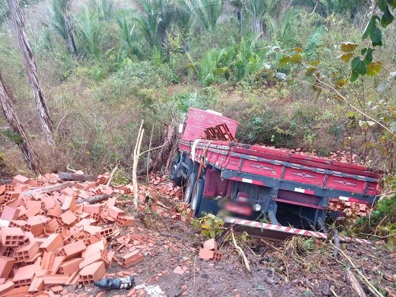 Mãe e dois filhos morrem em grave acidente na BR-316