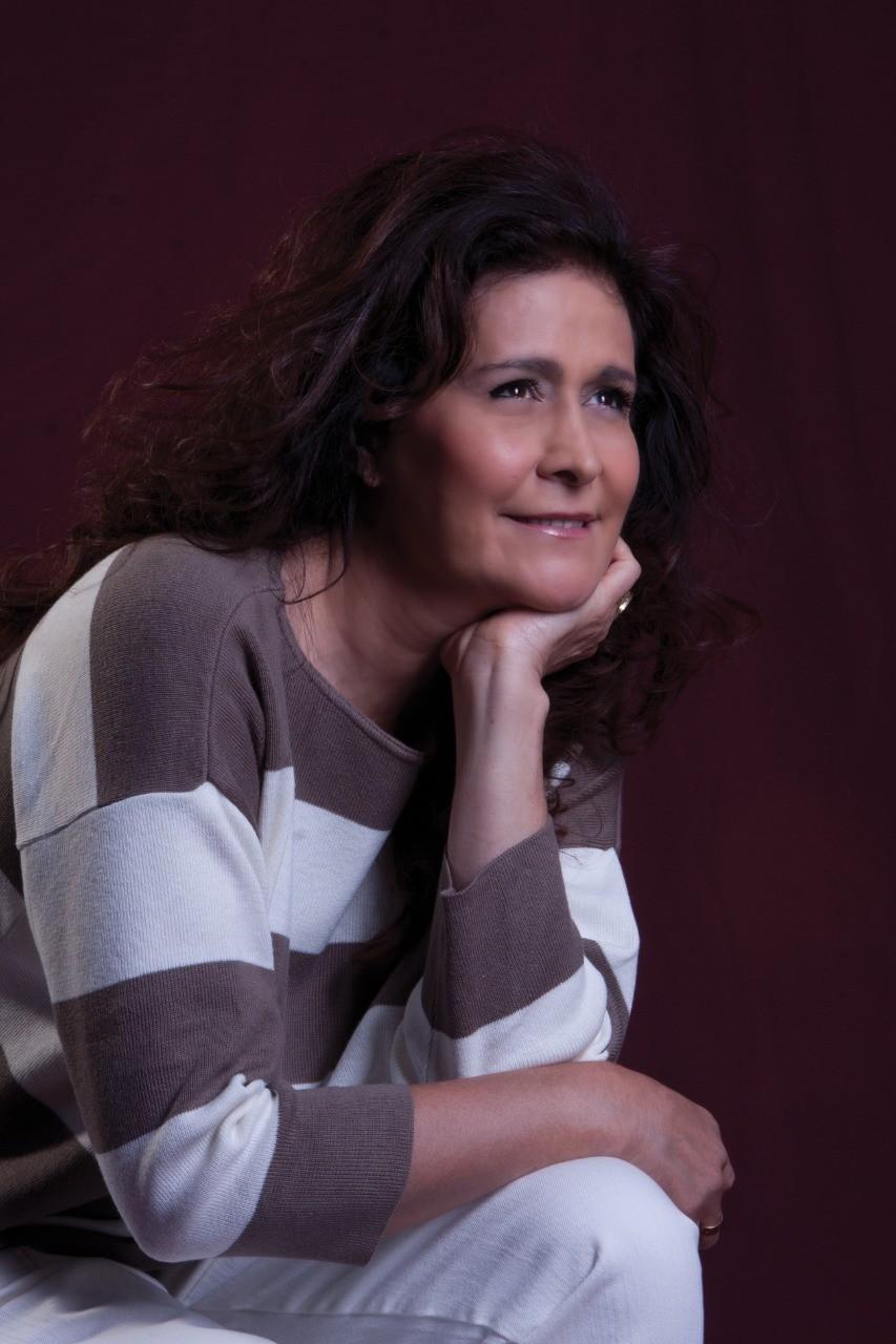 Bom Jesus: Teatro Alard recebe show da cantora Joanna nesta quinta (14)