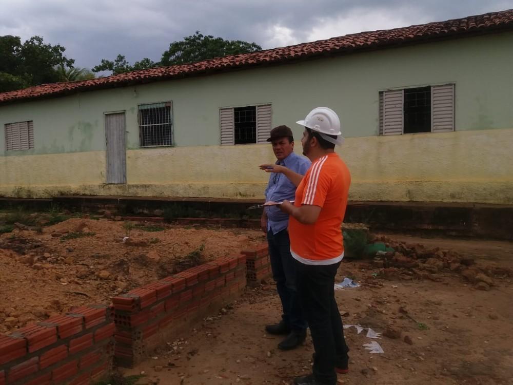 Prefeito Raimundo Santos visita obras na zona rural de Currais