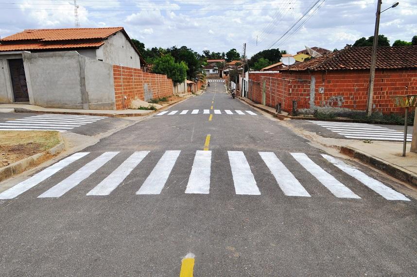 Ruas de Avelino Lopes recebem sinalização de trânsito