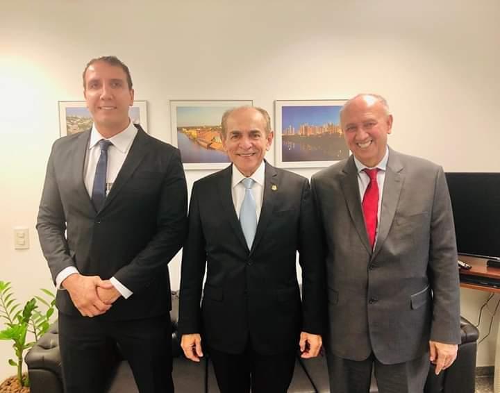 Brasília: Prefeito Dióstenes é recebido pelo senador Marcelo Castro