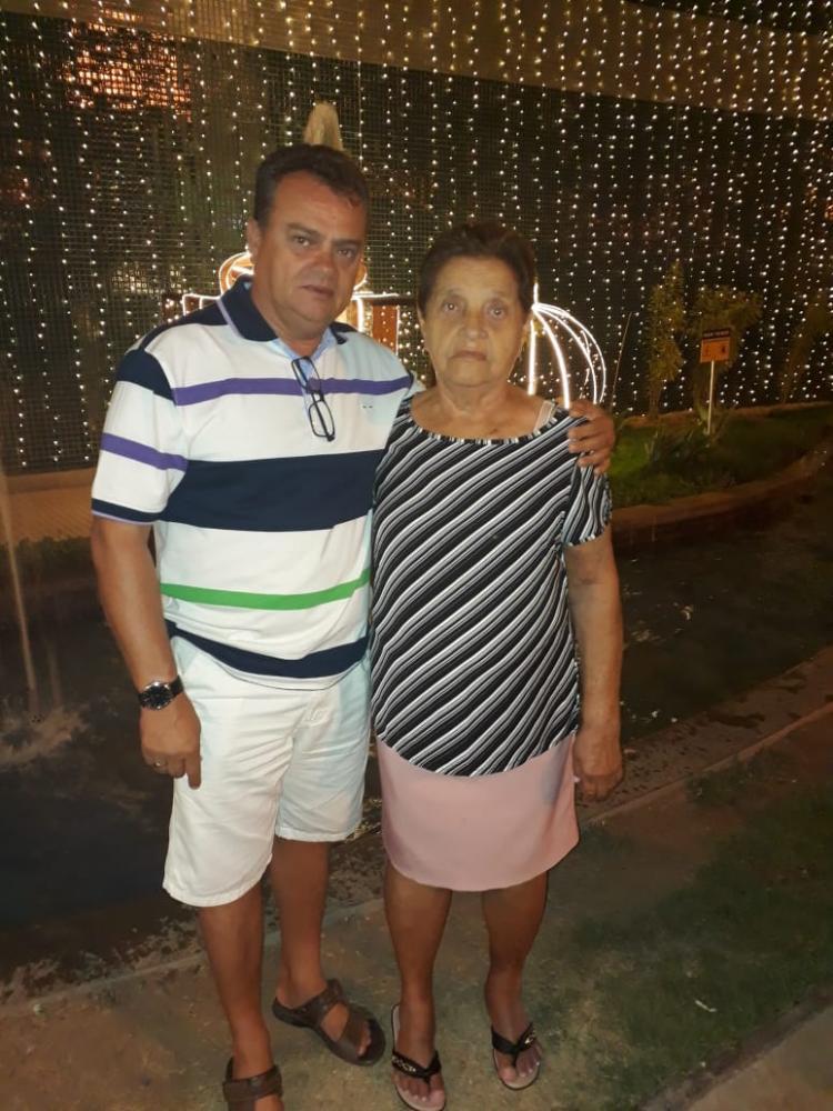 Com sua mãe Maria Luisa Lustosa dos Santos.