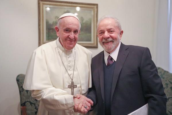 Lula e papa Francisco se encontram na Itália
