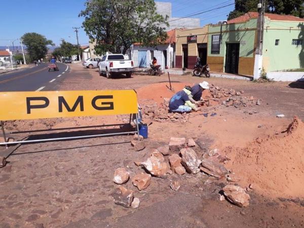 Prefeitura de Gilbués faz reparo nos calçamentos da cidade