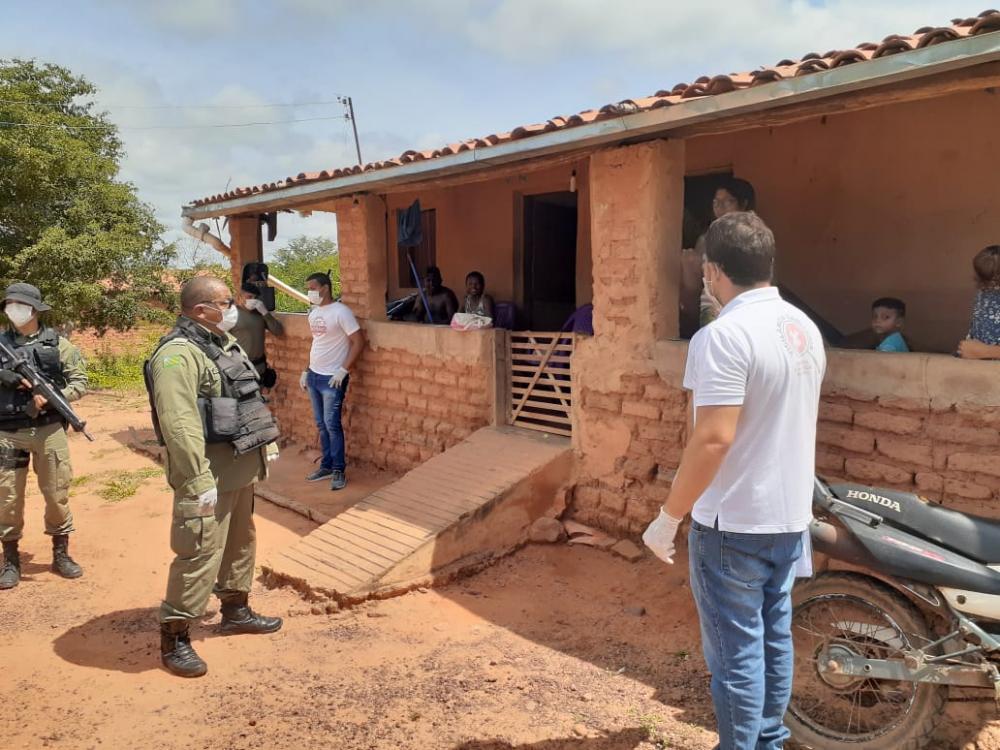 PM e Vigilância Sanitária visitam recém chegados a Cristino Castro