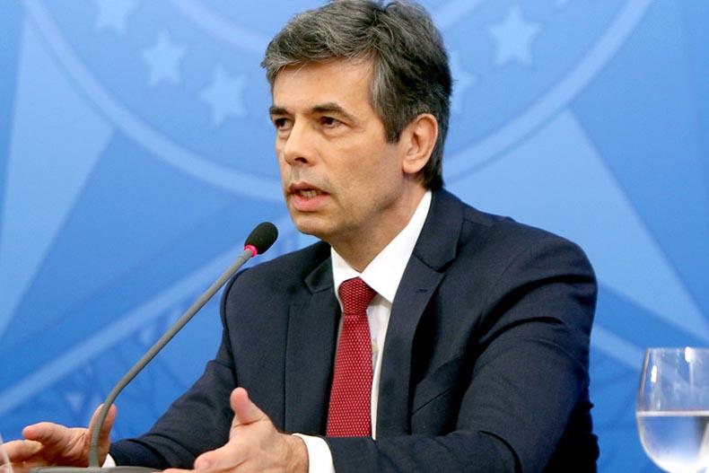 Nelson Teich pede demissão após reunião com presidente Bolsonaro