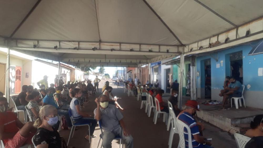 Prefeitura monta tenda em lotérica para evitar aglomerações