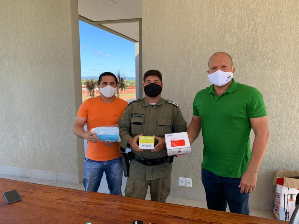 Comandante China doa máscaras e testes rápidos para Gilbués