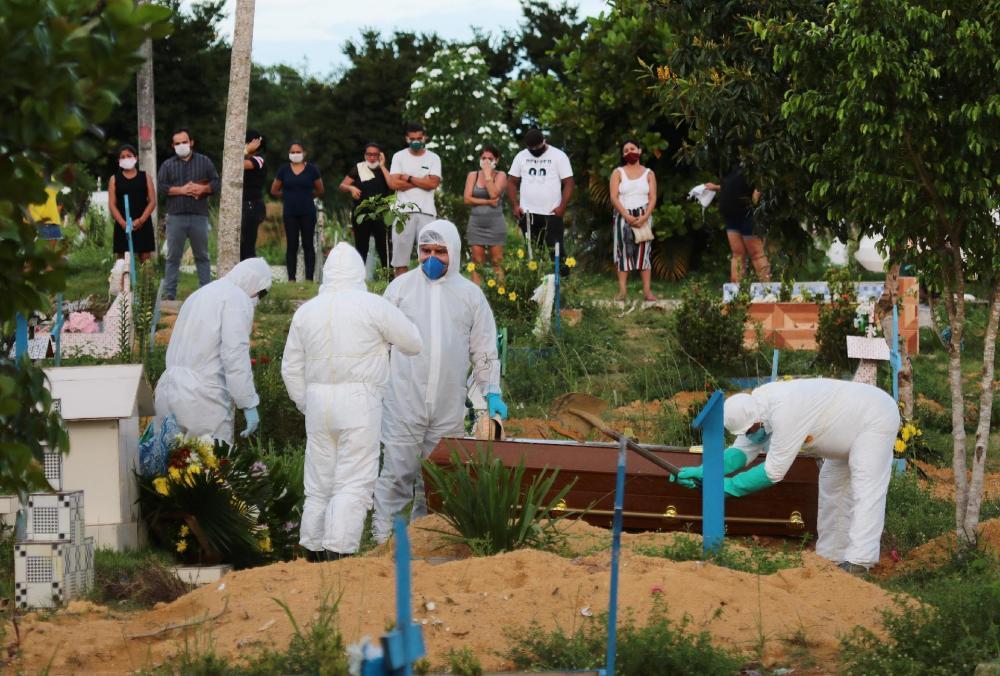 Pela 1ª vez, Brasil registra mais de mil mortes por coronavírus em 24 horas