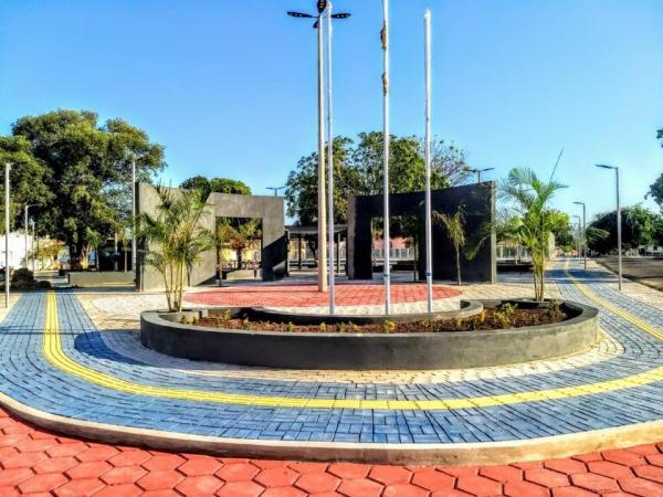 Obra de praça segue a todo vapor em Parnaguá.