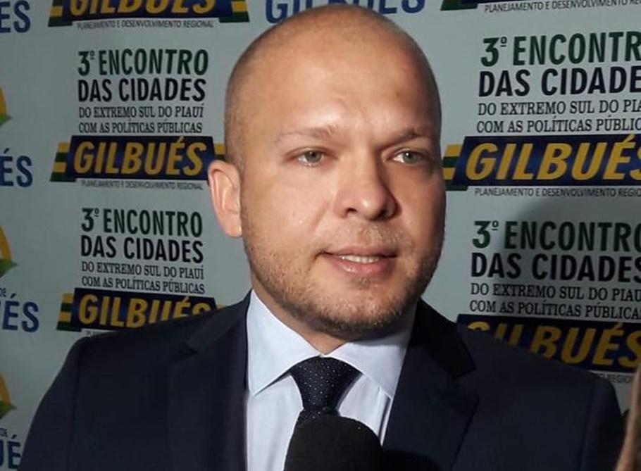 Desembargador suspende decisão e Léo Matos reassume Prefeitura de Gilbués