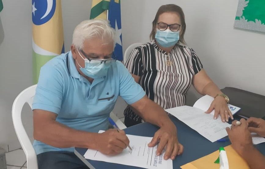 Santa Luz: Cidelton envia à Câmara PL que prevê 40% de insalubridade