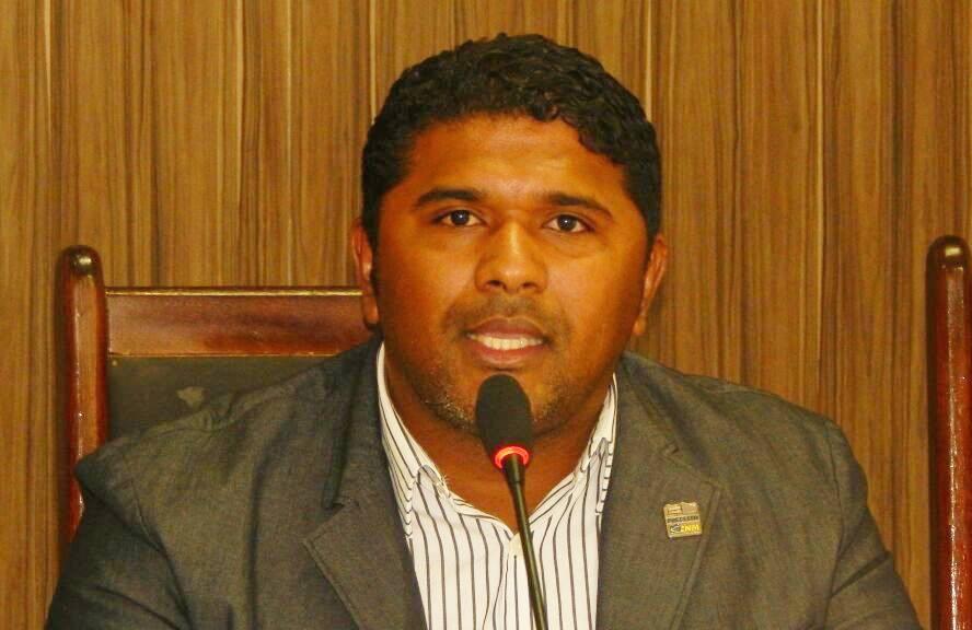 Dr. Manoel Júnior suspende descontos de empréstimos consignados