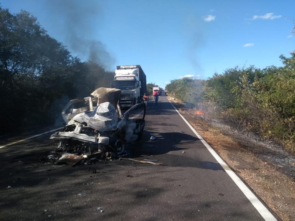 Duas pessoas morrem carbonizadas em grave acidente em Monte Alegre