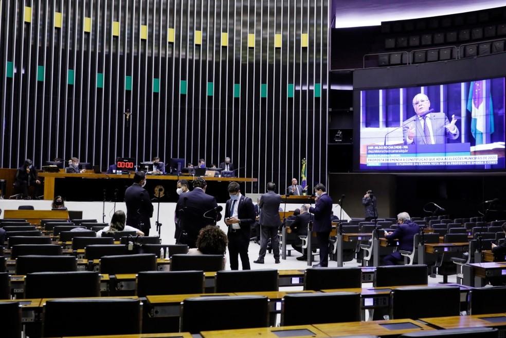 Eleições: Câmara aprova e eleição é adiada para 15 de novembro