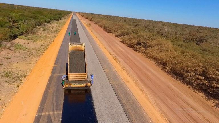 BR-235: Pavimentação asfáltica entre Caracol e Guaribas será finalizada em dezembro