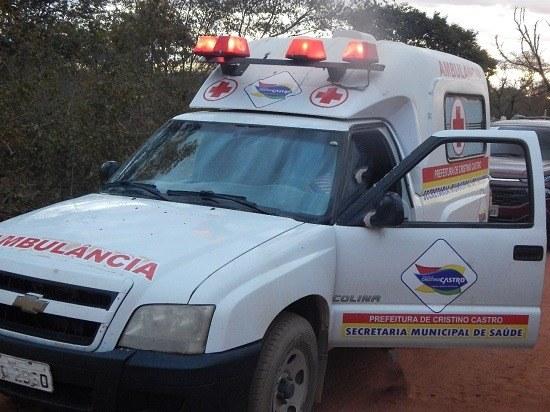 Prefeito entrega ambulância para zona rural em Cristino Castro