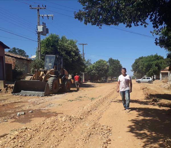 Prefeito de Curimatá está investindo em ações de infraestrutura