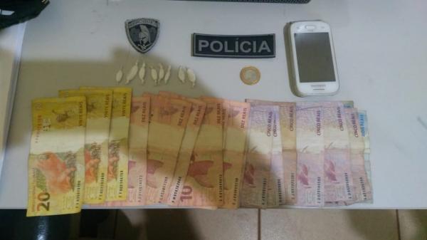 Polícia prende dois envolvidos em tráfico de drogas em Curimatá