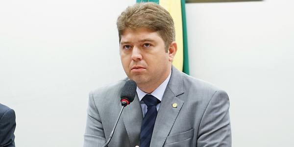 Deputado federal Rodrigo Martins desiste de sua candidatura