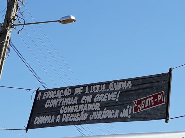 Wellington Dias é recebido sob protestos em Luzilândia