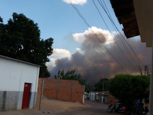 Incêndio assusta moradores e destrói fazendas em Santa Luz