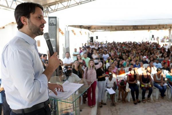 Ministro anuncia mais 200 unidades habitacionais em Bom Jesus.