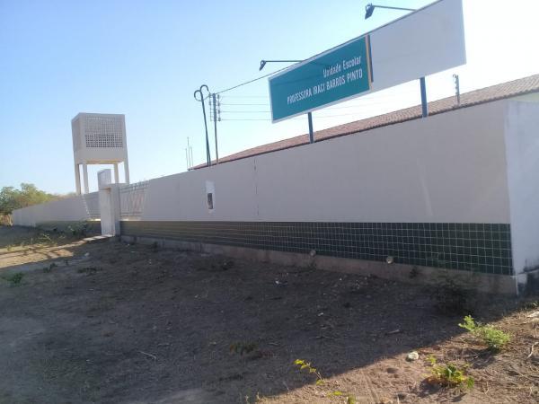 Escola nova não funciona e prejudica alunos em Santa Luz