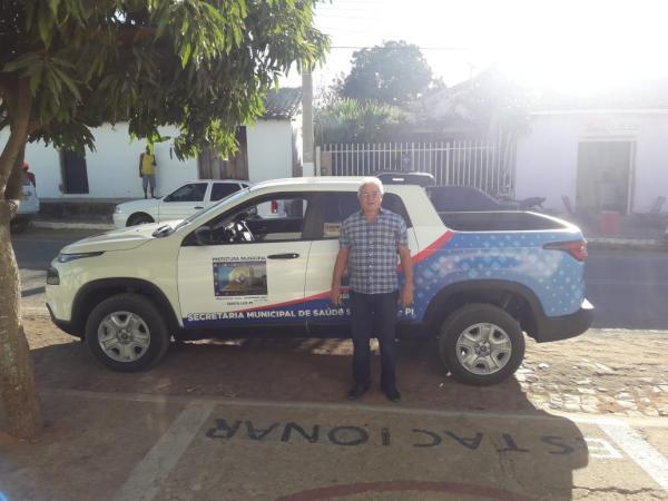 Prefeito Cidelton Pinheiro entrega veículo para Secretaria de Saúde