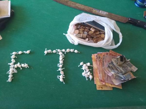 Carro com chassi adulterado e tráfico de drogas em Avelino Lopes