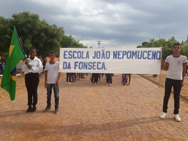 Desfile Cívico é realizado pela 1ª vez no Povoado Cajazeiras