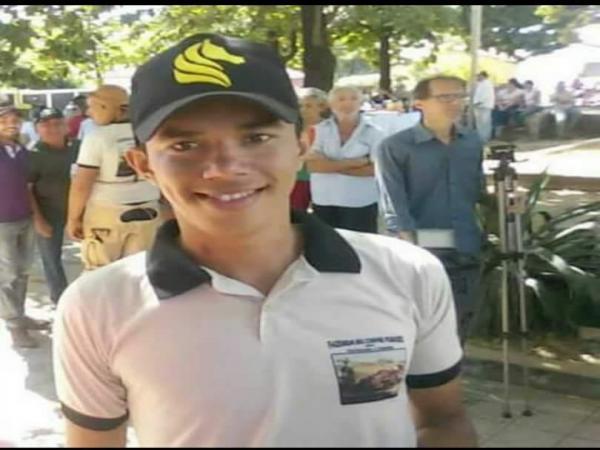 Policial Militar MATA rapaz na cidade de Canto do Buriti