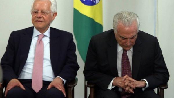 Ex-ministro de Temer Moreira Franco é preso na rodovia; Vídeo do exato momento