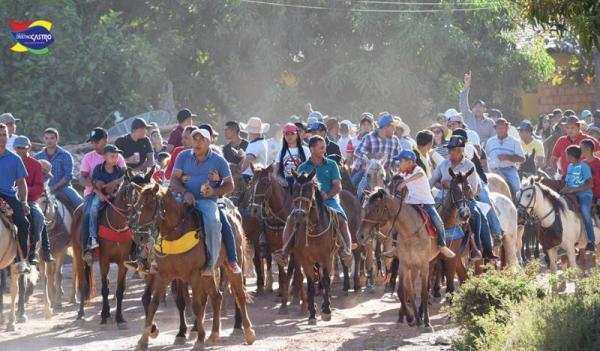 Vaqueiros ganham cavalgada nos festejos de Cristino Castro-PI